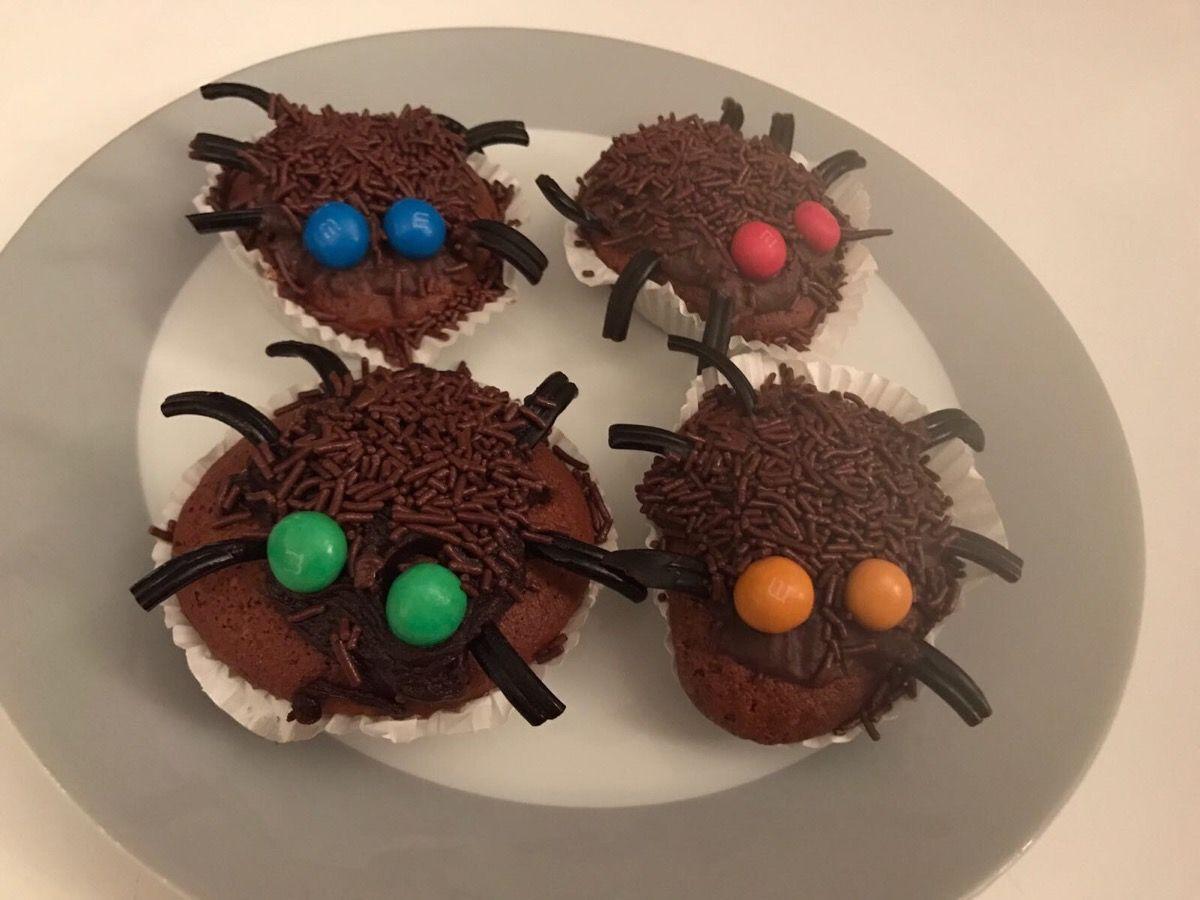 #Berliner ? #Pfannkuchen ? #Krapfen ? Wie auch immer... bei uns gibt es heute zum offiziellen Start in die 5. Jahreszeit #Spinnenmuffins. Was wir ausserdem backen können erfahren Sie hier: www.webcookies.de Auf den Geschmack gekommen?  Dann gehen Sie uns auf den   030-530 45 766  kontakt@webcookies.de  #trustincookies #welovewhatwedo #webcookies #digitalbakery #nichtkrümelnklotzen #geilsteagentur