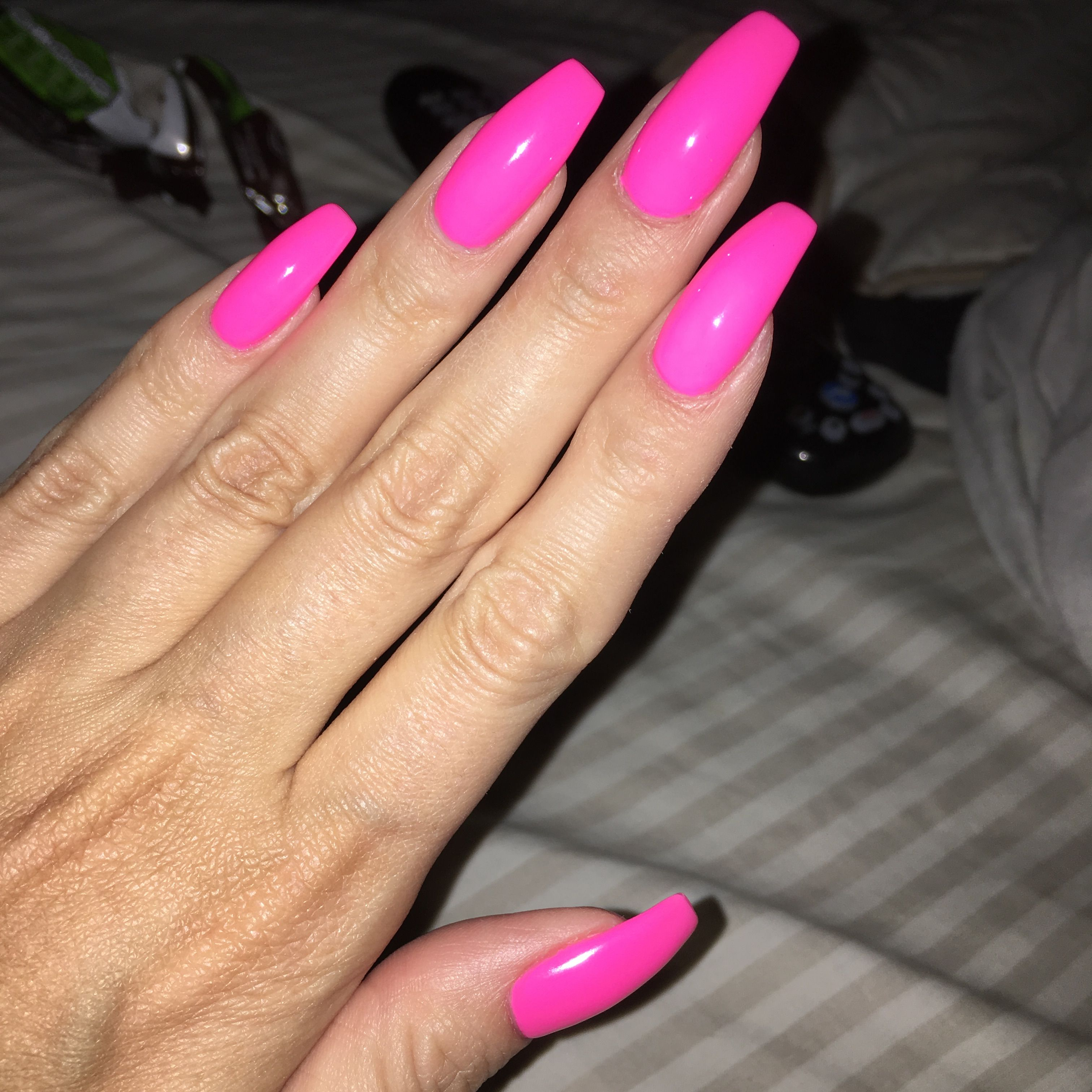 Neon Pink Square Nails Pinterest X Erinvingerhoets Square Acrylic Nails Cute Pink Nails Pink Nails