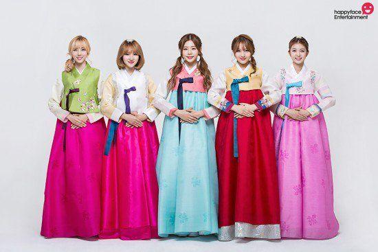 Idols Wish Fans A Happy Chuseok In Beautiful Hanbok Hanbok Kpop Girls Historical Fashion