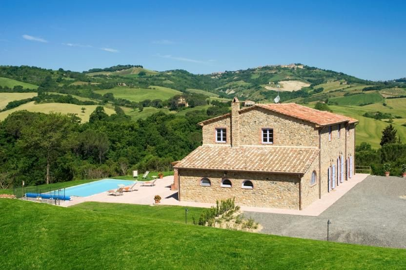 Villa Cadenzia is the supreme villa for rent in Tuscany situated in the green…