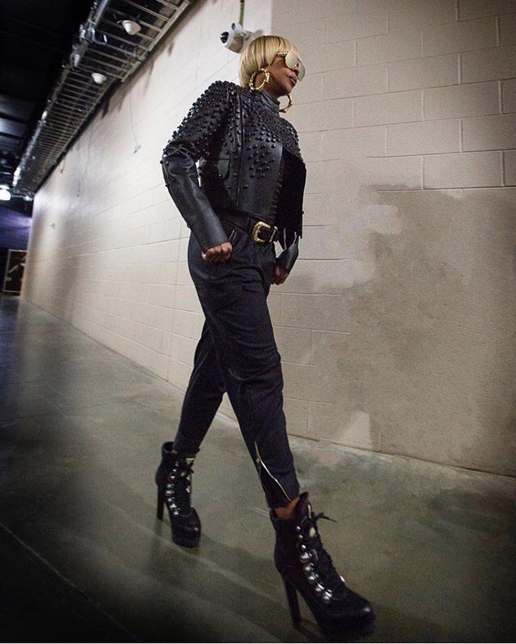 nowe promocje najlepsze trampki buty do biegania Singer Mary J Blige wearing #Dsquared2 jacket and Saint ...