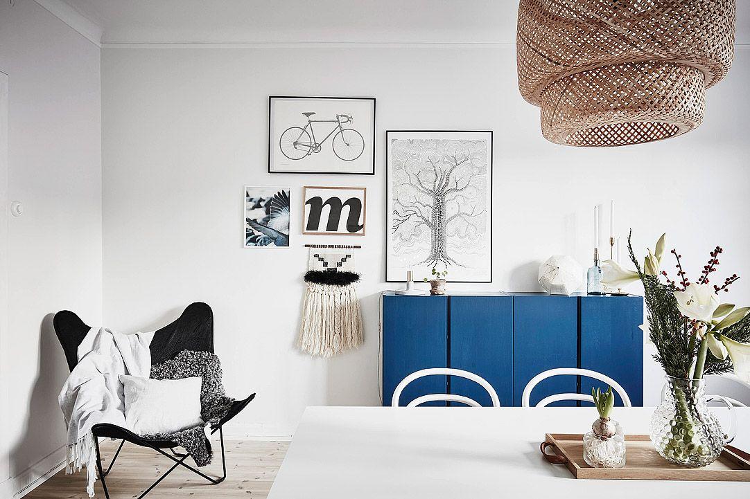 Een scandinavisch appartement met subtiele kerstversiering