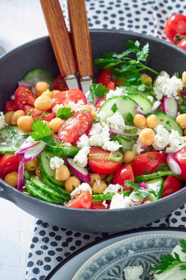 Photo of Perfect for your diet: chickpea salad with feta