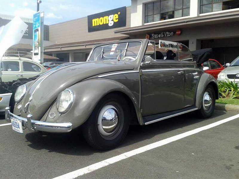 Fabricio Arauz, from San José, Costa Rica. His 1953 L225 Jupitergrau VW Cabriolet. Fabricio has bought two wrecked '53 bodies and assembled to this one.