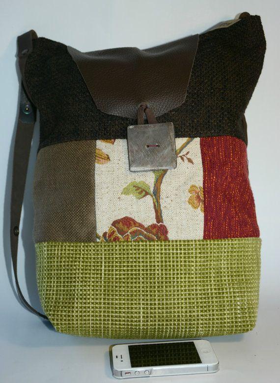 ALICE: ampia borsa in tessuto stile patchwork, interamente foderata, 2 comode tasche, tracolla e chiusura in cuoio
