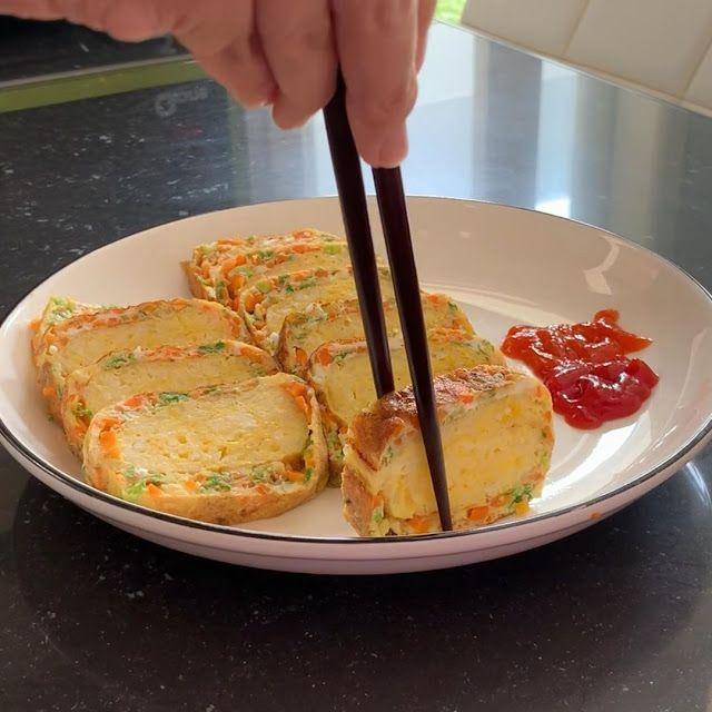 Telur Dadar Gulung Nasi Ala Korea Pas Banget Buat Makan Sekeluarga Resep Spesial Resep Makanan Korea Resep Masakan Masakan Korea