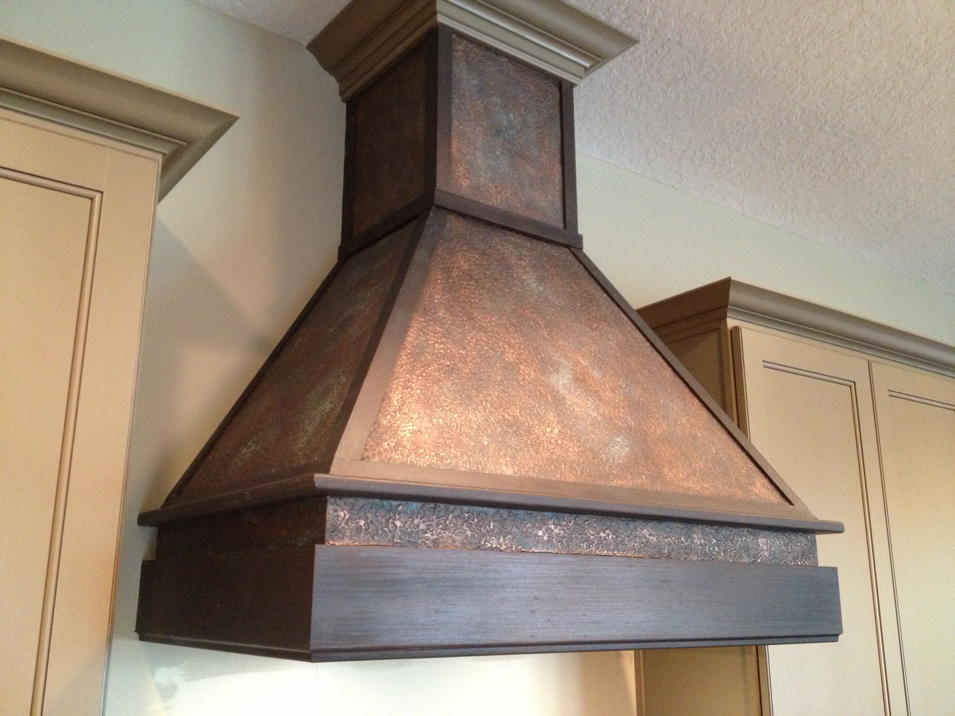 Faux hammered copper finish using Modern Masters Metal effects paint ...
