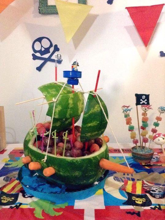 Barco Pirata. Fiesta pirata. Frutas