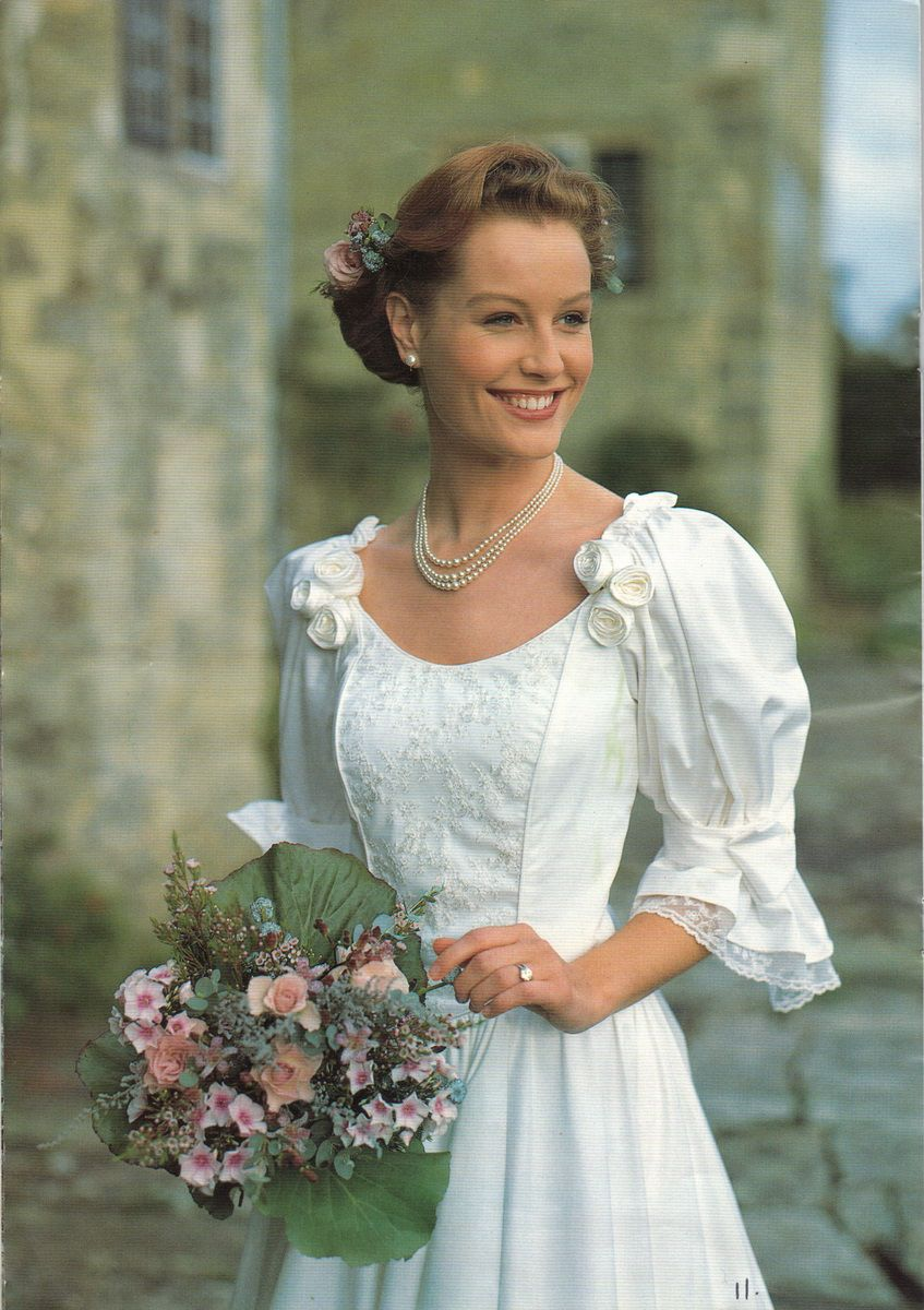 Laura Ashley 1993 Bridal Collection Laura Ashley In 2019 Kjoler