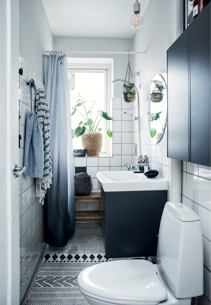 Badeværelse med plads til opbevaring