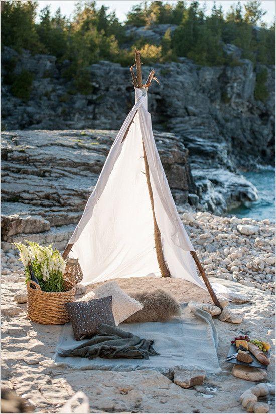 romantic beach picnic @weddingchicks