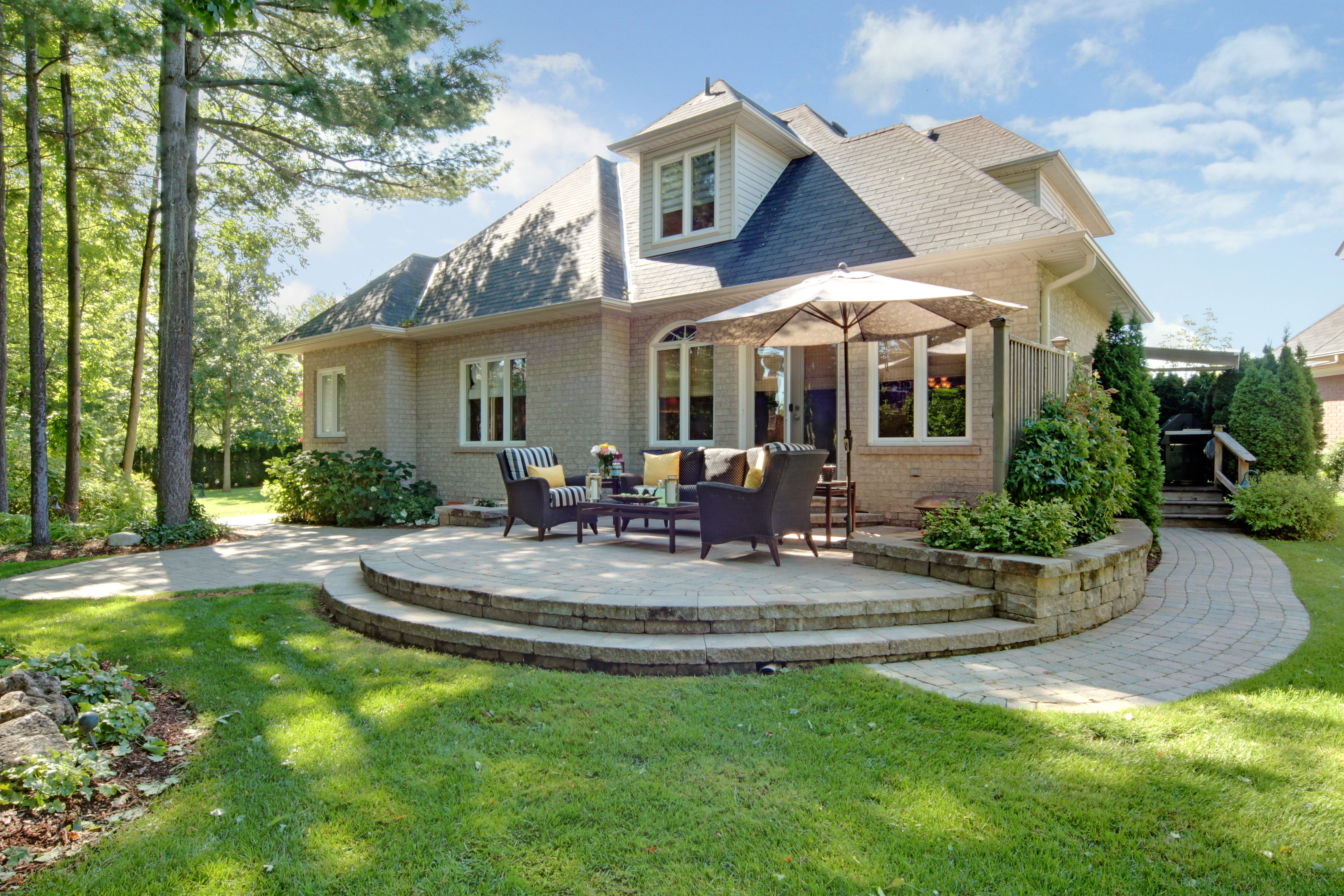 Oakville bungaloft on ravine cul de sac oakville luxury for Cul de sac house plans