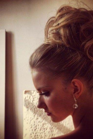 chignon haut mariage pour cheveux tres longs coiffures. Black Bedroom Furniture Sets. Home Design Ideas