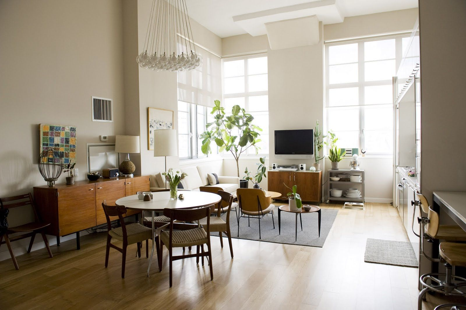 A CUP OF JO: New York apartment tour | Home decor ideas in ...