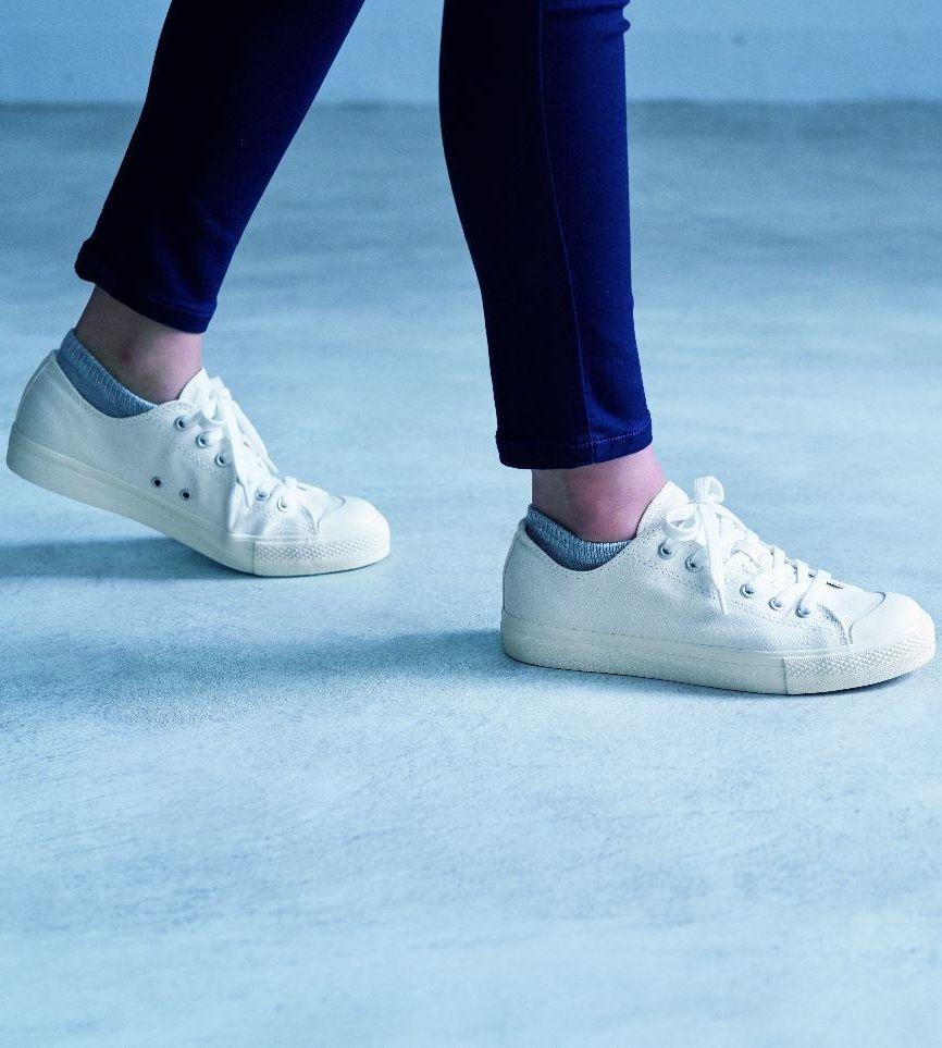 Thoughtfully sewn sneakers. MUJI Water