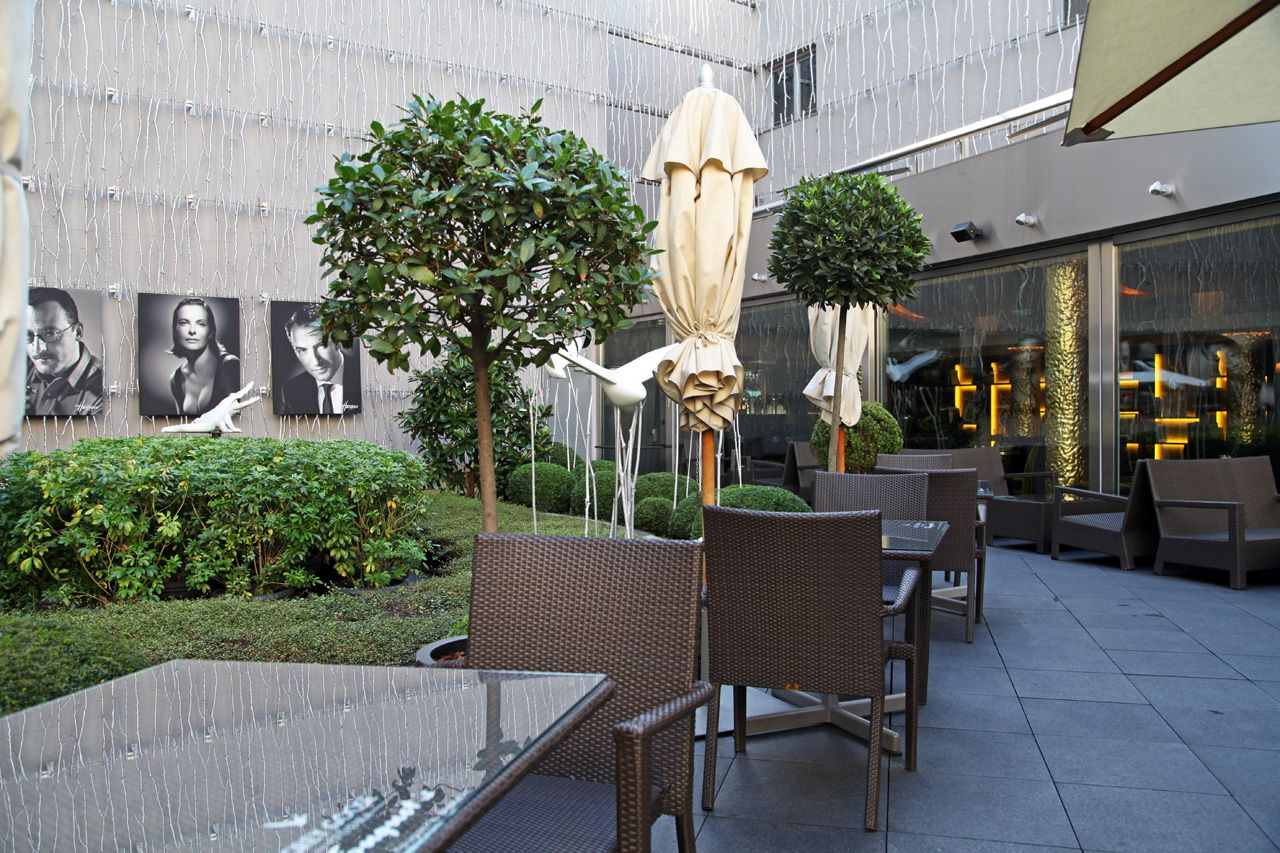 Terrasse du fouquet 39 s for Restaurant paris terrasse jardin