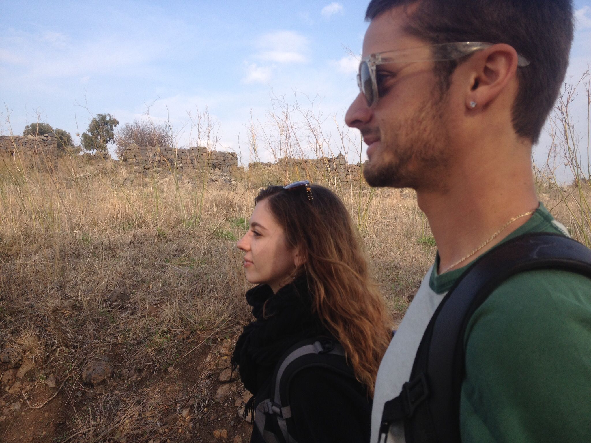 Friends on birthright in the Golan Heights