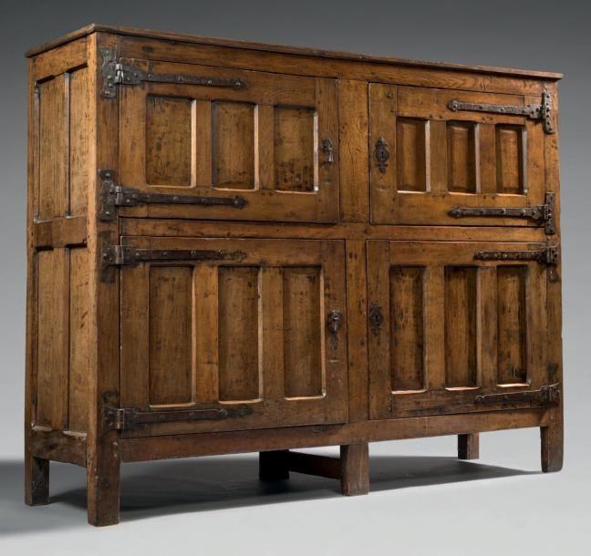 MEUBLE D\u0027ARCHIVES Bois de chêne H 148 cm - L 187 cm - P 53,5 cm - peindre une armoire en bois