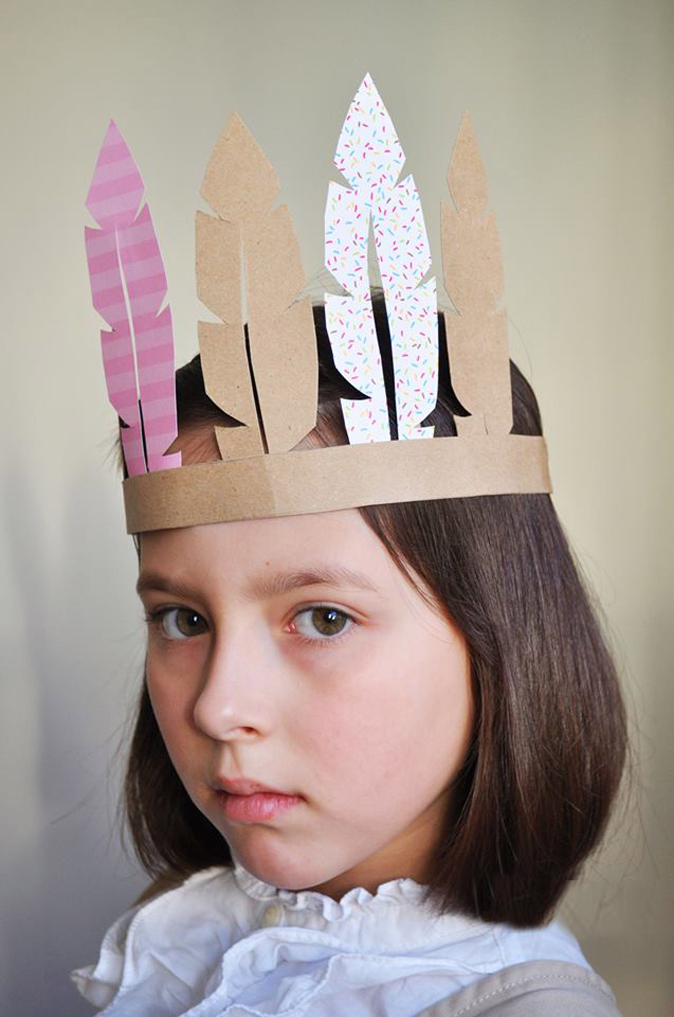 Thanksgiving DIY Kids Indian's Paper Feather Hat
