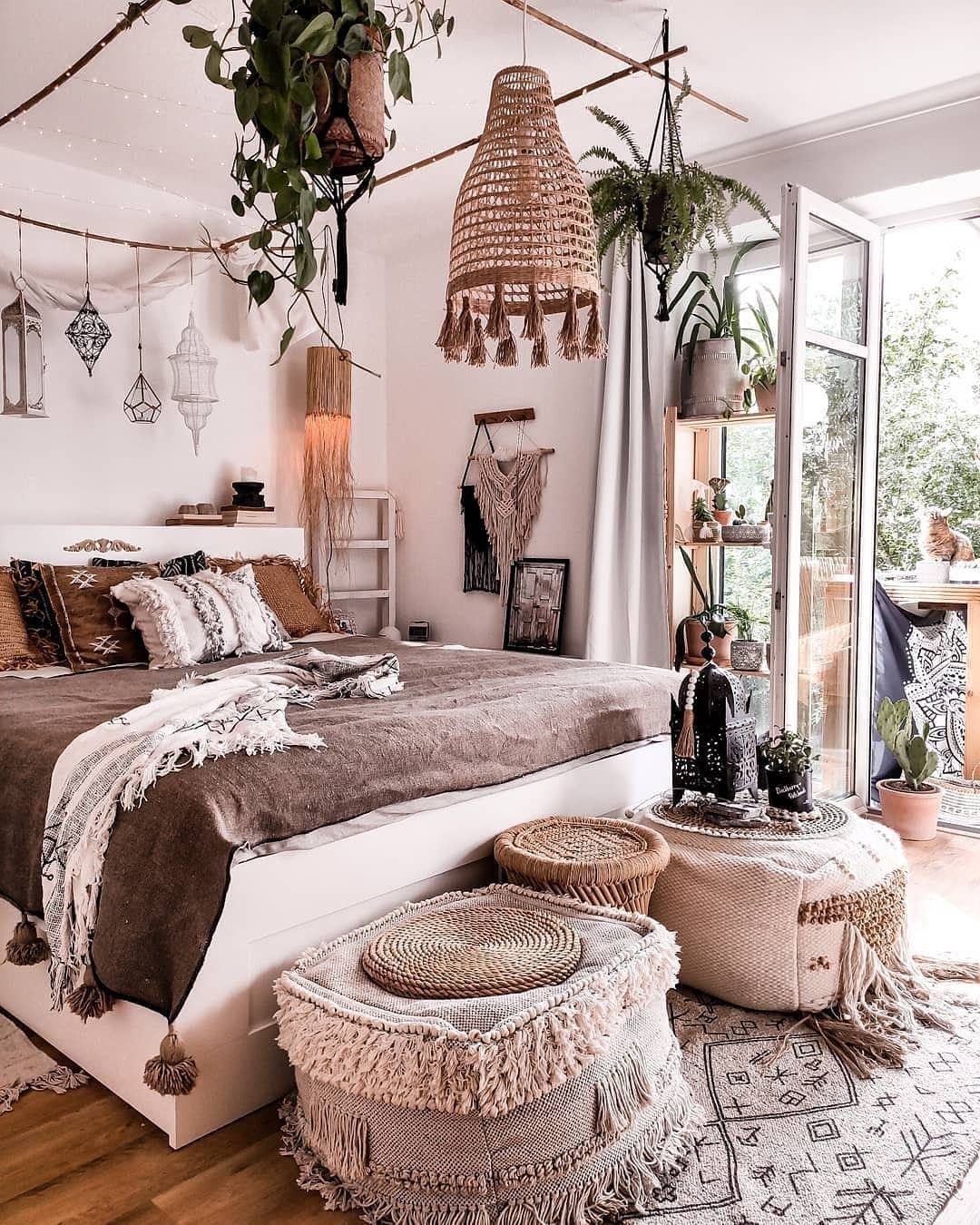 Bohemain Lifestyle Ideas for Bedroom Decors | Bohemian ... on Modern Bohemian Bedroom Decor  id=12965