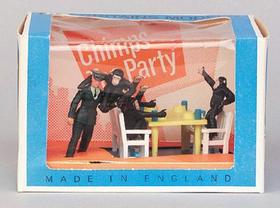 Britains Zoo Models - 4375 Chimps Tea Party - yellow table, 4 white chairs, 4 Chimps & Keeper
