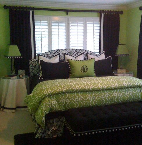 Brown Drapes Instead Of Black With Green Walls To Match The Comforter Bedroom Green Bedroom Decor Contemporary Bedroom