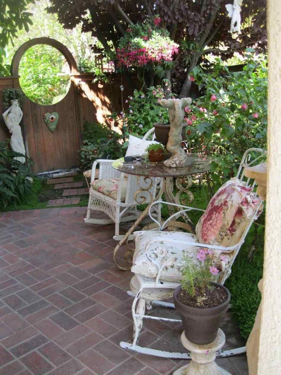 4 Exquisite Shabby Chic Inspirierte Kleine Terrasse Garten Ideen Shabby Chic Stil Kann Ziemlich Sch Shabby Chic Patio Shabby Chic Garden Vintage Garden Decor