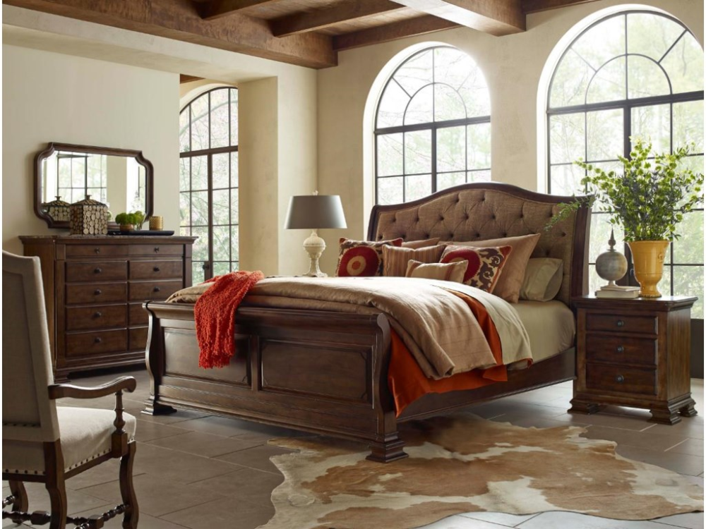 Portolone Queen Upholstered Sleigh Bed by Kincaid
