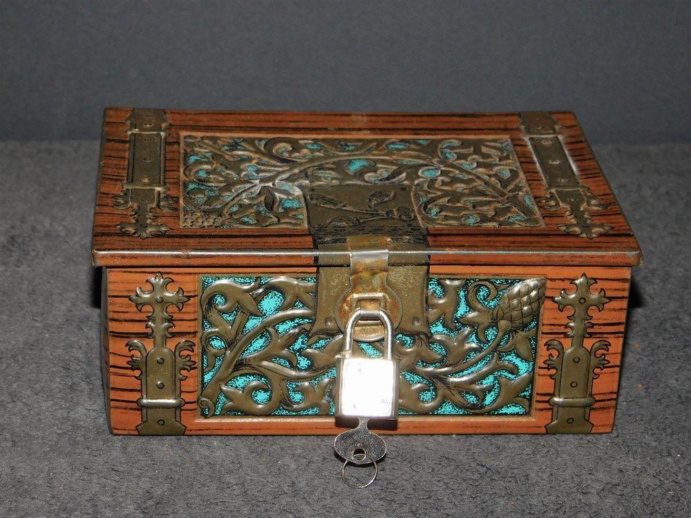 boite vintage coffre en metal sculpte de vegetaux avec cadenas et clef petits coffres. Black Bedroom Furniture Sets. Home Design Ideas