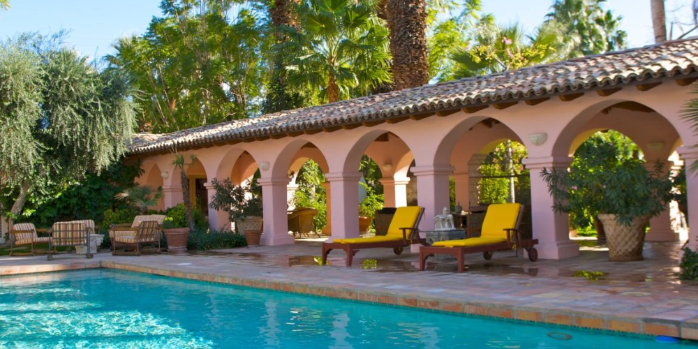 Home Of The Week Elegant Spanish Hacienda Estate In Old Las Palmas Coldwell Banker Inside Out Spanishstylecourty Hacienda Spanish Style Homes Spanish House