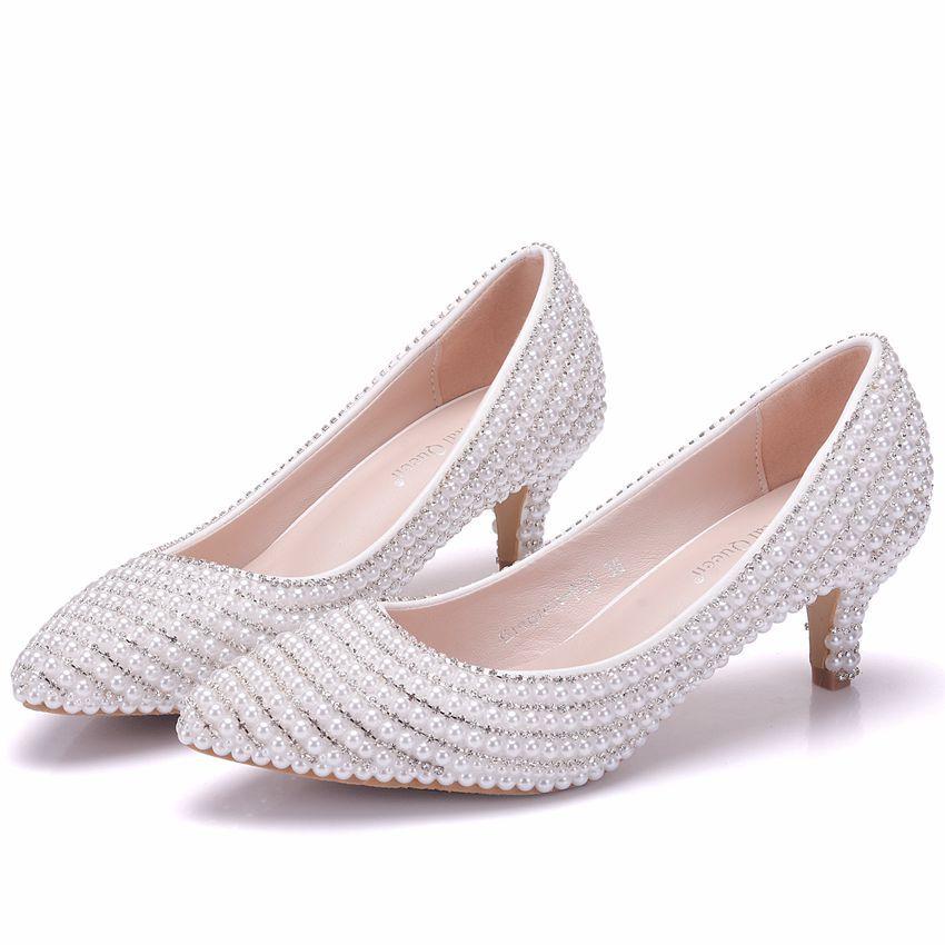 Modern Fashion White Wedding Shoes 2018 Beading Pearl Rhinestone 3 Cm Stiletto Heels Pointed Toe Low Heel Wedding Pumps Wedding Shoes White Wedding Shoes Wedding Shoes Low Heel