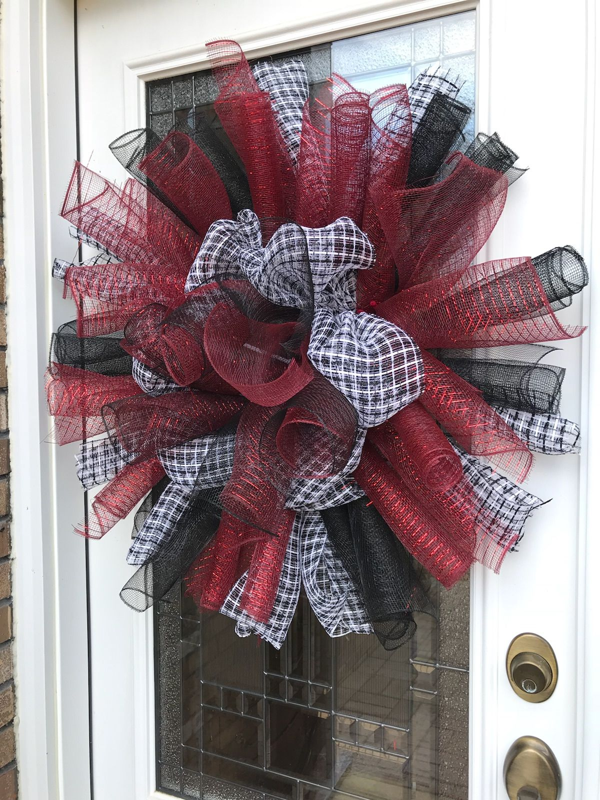 Show your ALABAMA pride with this custom houndstooth and crimson door wreath. 🐘 🌊 # & Show your ALABAMA pride with this custom houndstooth and crimson ...