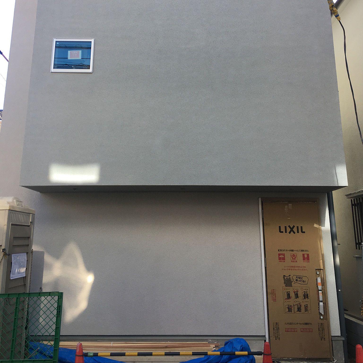 グレー ジョリパット 外壁 建築中 塗り壁 などのインテリア実例