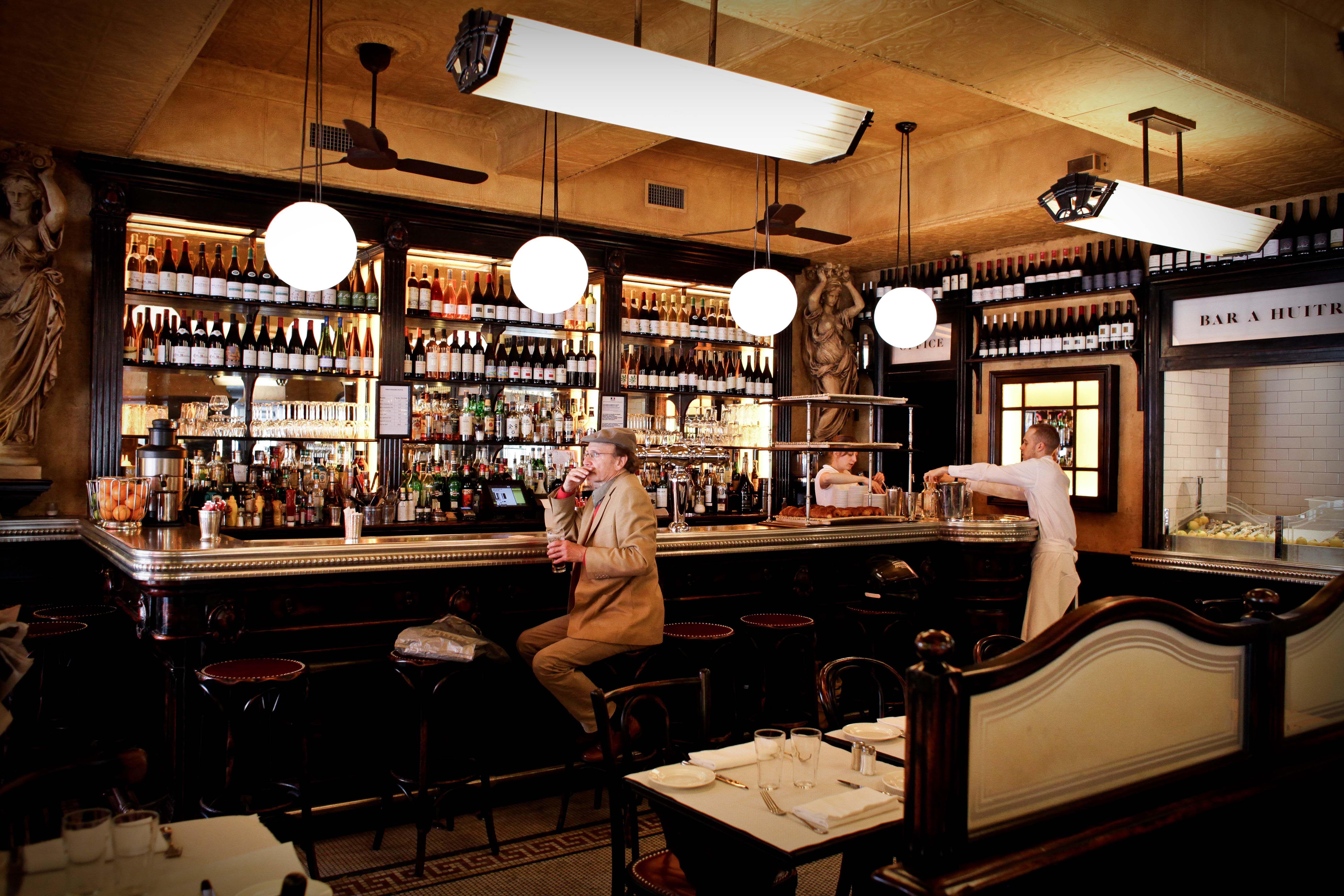 Intérieur / Bar - Le Valois #Paris #bar #huitres #75008 #restaurant ...