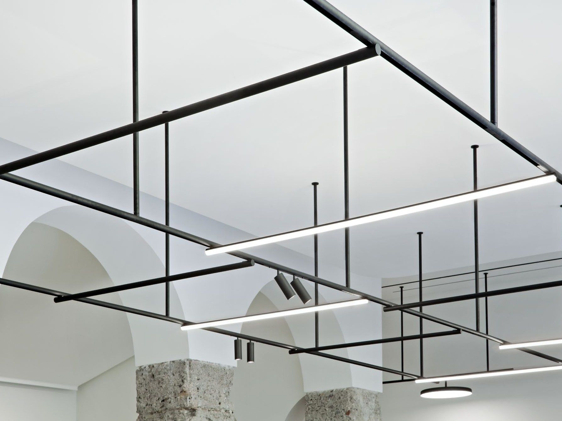 Illuminazione a binario in alluminio estruso infra structure by flos