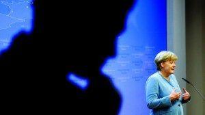 """Merkel. Programa de combate ao desemprego jovem não vai produzir resultados imediatos  Chenceler alemã recomendou que não se façam """"falsas promessas"""" porque criar postos de trabalho levará o seu tempo A chanceler alemã, Angela Merkel, advertiu hoje que a iniciativa garantia jovem, que contará com 6.000 milhões de euros do orçamento comunitário para 2014-2015, não vai produzir resultados imediatos. Neste sentido, recomendou que não se façam """"falsas [...]"""