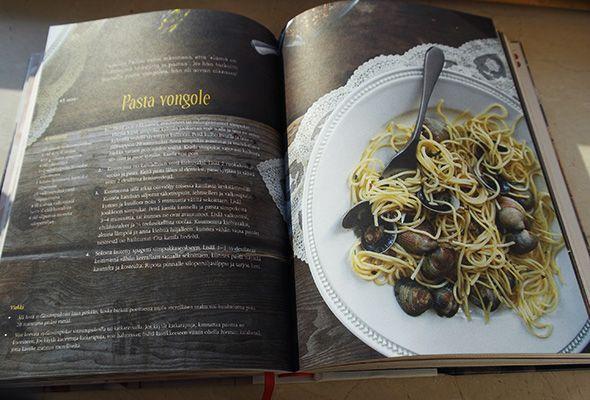 Vera Jordanovan herkullinen kirja Don't Miss a Bite – Anna&Ellit #dontmissabite #pastavongole #cookbook #kirja #verajordanova