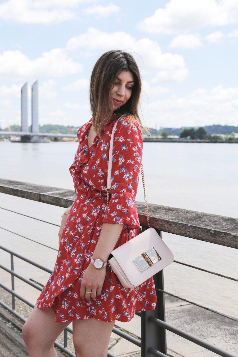 c84c97321baf9 Robe portefeuille volantée rouge à imprime fleuri Pimkie - Look d'été sur  les quais
