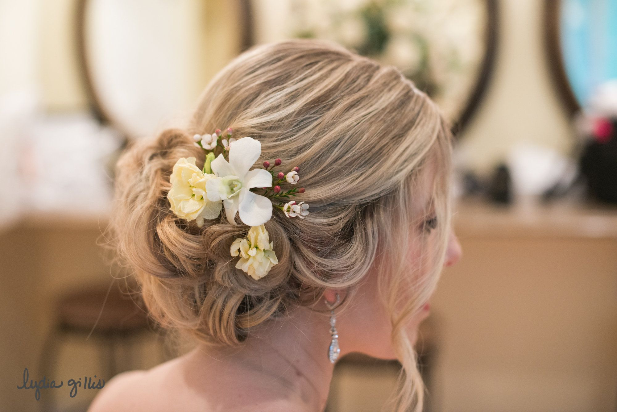 bridal wedding hair - loose curls - vintage wedding styles