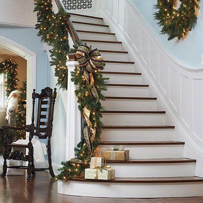ihr zuhause wird hell von innen und auen mit unseren ideen fr weihnachtsdeko mit tannengirlanden leuchten ppig und lebensecht als je zuvor werden - Treppengelander Ideen Fur Treppengestaltung Innen Und Ausen Haus Dekorieren Tipps