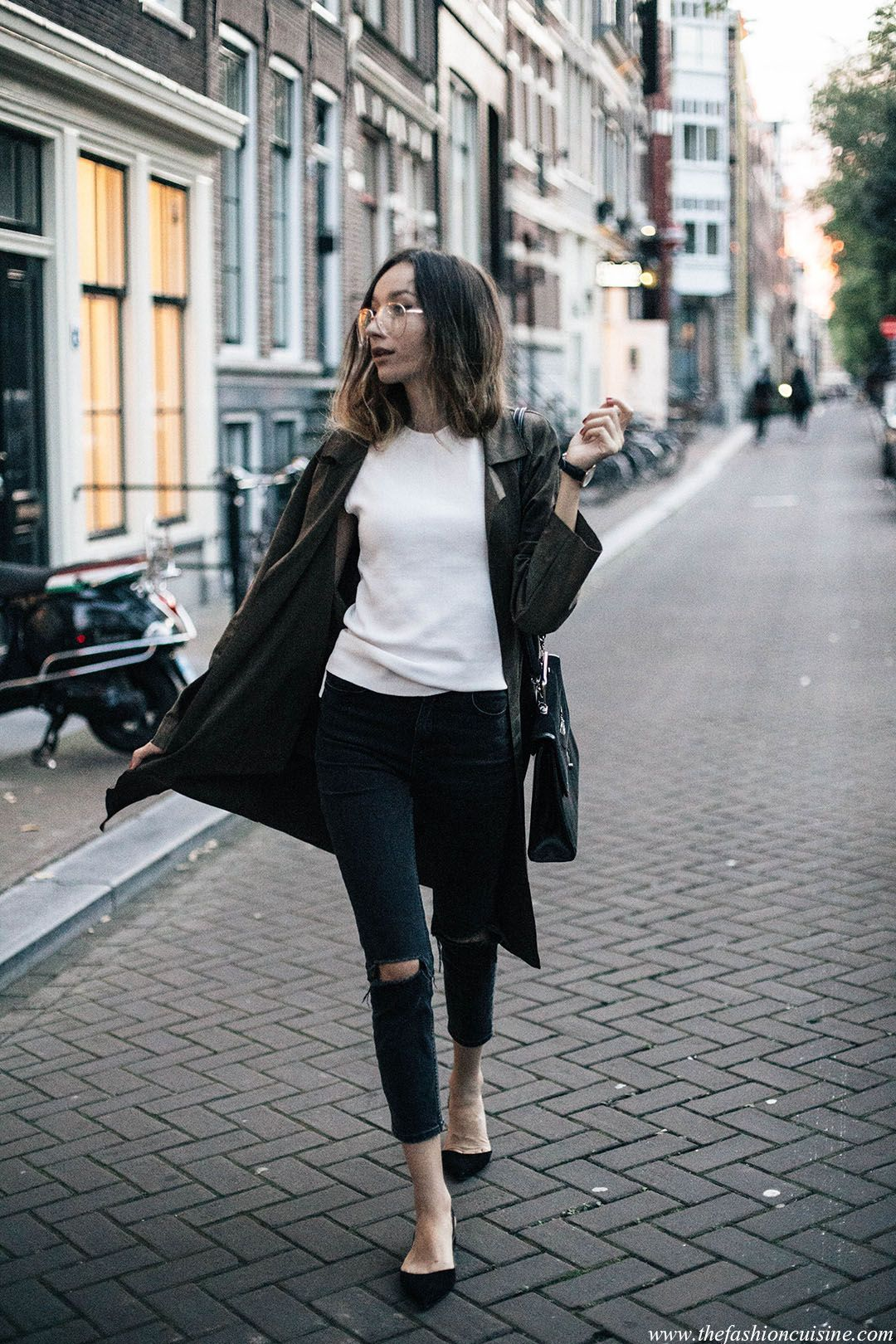 minimal-fall-look-suede-khaki-green-coat-aviator-glasses-fashion-blogger-street-style-tumblr-girl-amsterdam-photography
