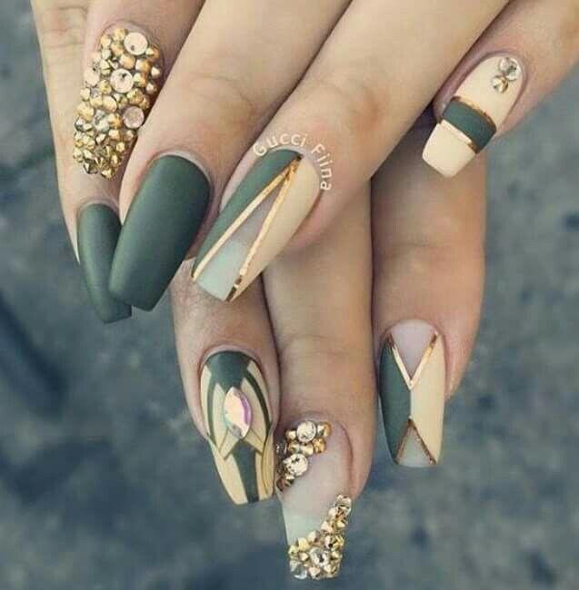 Green Nail Art Ideas: Delectable Hunter Green Nails. Love!
