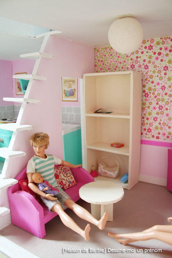 Diy Tutoriel Pour Fabriquer Une Maison De Barbie Dessine Moi Un Prenom En 2020 Maison Barbie Maison De Poupee En Carton Meubles Maison De Poupee