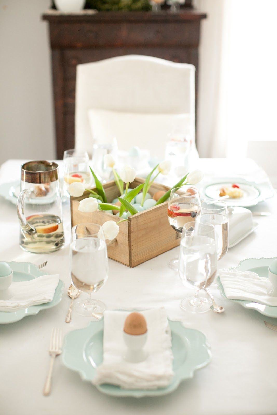 beautiful Easter brunch table setting and decor photographed by Alea Lovely & beautiful Easter brunch table setting and decor photographed by Alea ...