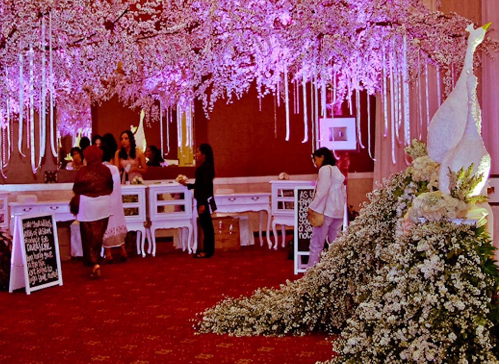 Romance fairytale mawarprada dekorasi pernikahan romantic romance fairytale mawarprada dekorasi pernikahan romantic wedding decoration jakarta junglespirit Images