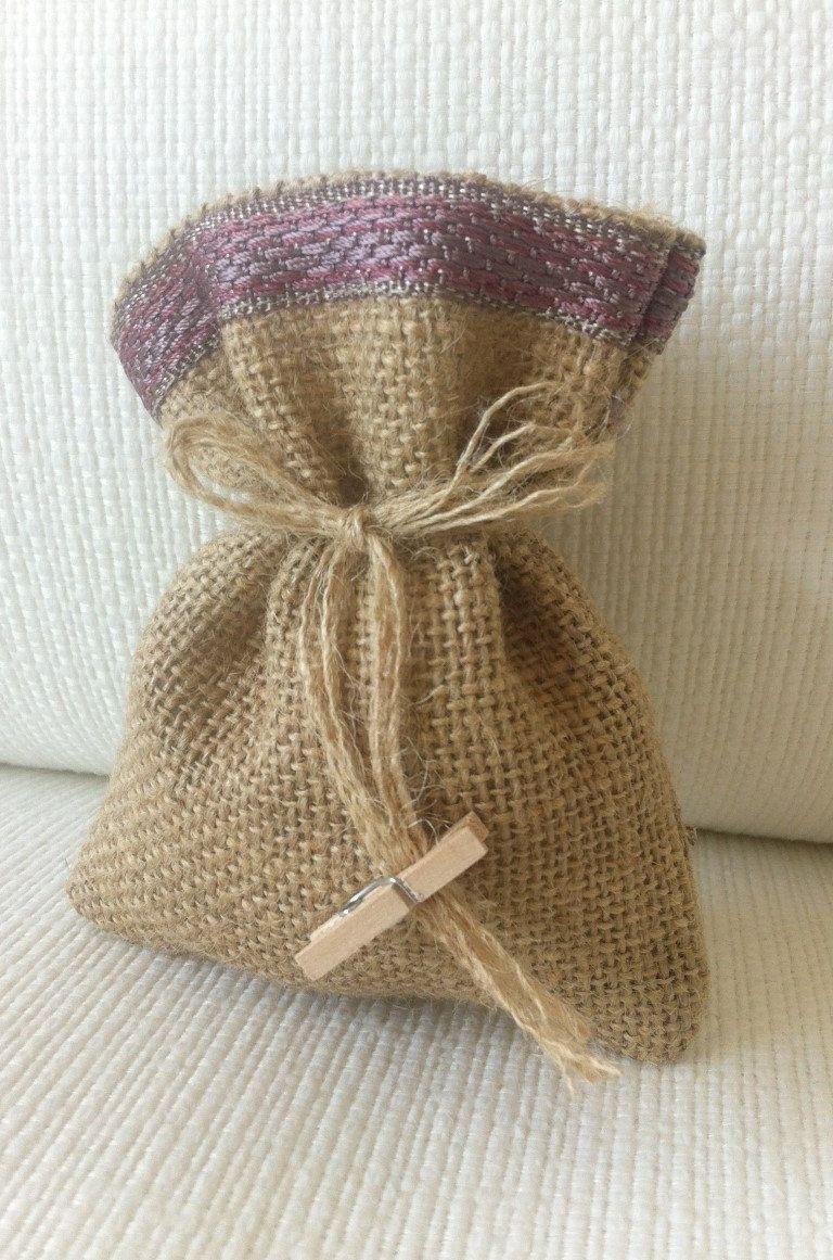 Sacchetti Bomboniere Matrimonio In Juta E Pizzo Dimensione Etsy Wedding Favor Bags Burlap Crafts Burlap Bags