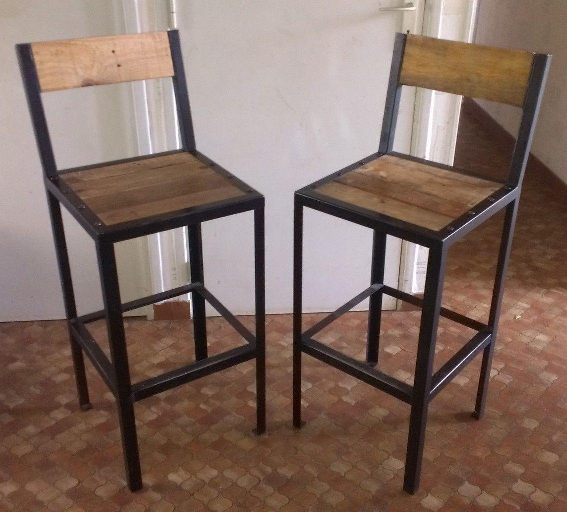 767d0cdec069b Voici un ensemble de tabourets de bar. L assise est de 40cm x 40cm pour une  hauteur de 60 cm L ensemble est en acier noir mat et assise en bois.
