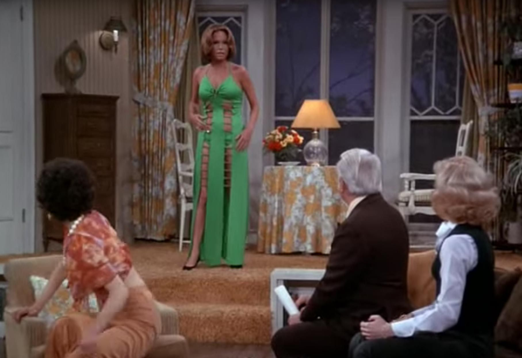 Mary Tyler Moore 1975 43 Scandalous Dresses That Had Tongues Wagging Over The Years