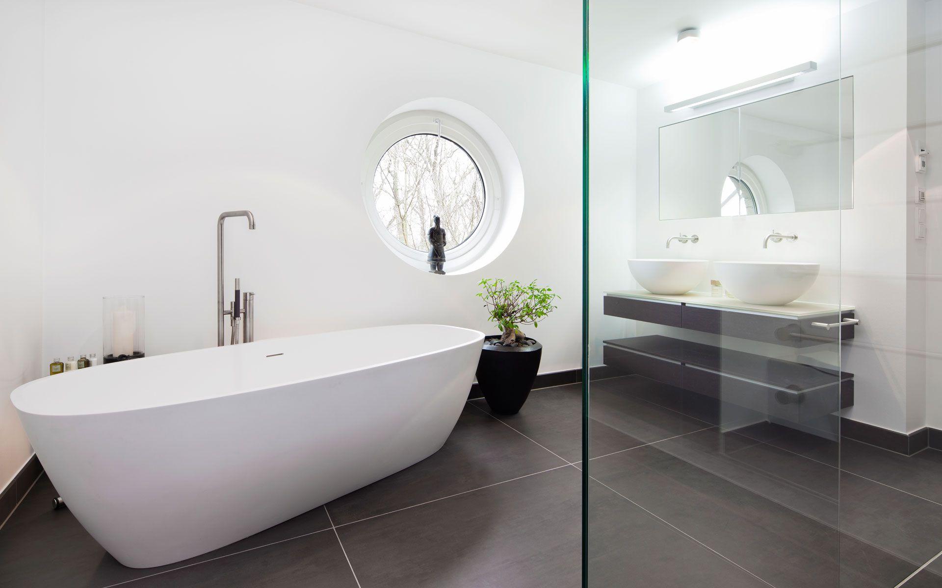 Puristisches Bad in grau und weiß  Badkamer, Interieur, Bad