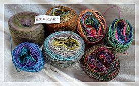 L' écharpe Vitrail est réalisé avec le fil numéro 6 de ELLE TRICOTE (60 g) et le fil Flower Bed pour les carrées (soie, kid mohair, lambswool, nylon - 150 g).
